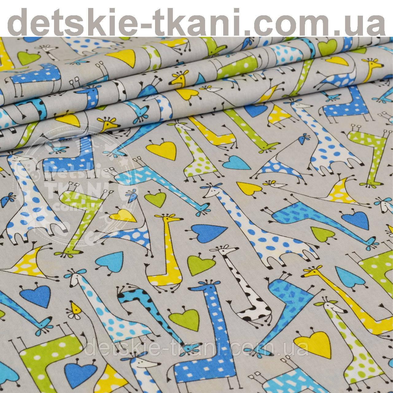 Бязь с зелёными и голубыми жирафами на сером фоне (№ 825)