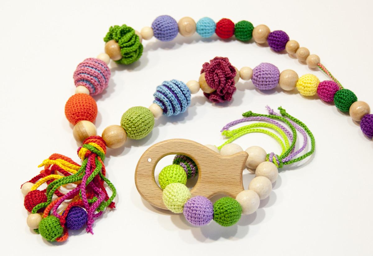 """Подарочный набор для мамы и малыша: слингобусы и грызунок Ярмирина """"Цветной Мир"""" бук и можжевельник"""