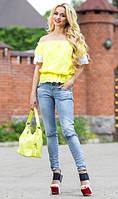 Желтая блуза с открытыми плечами