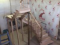 Деревянная лестница из бука Klobuk D059 с поворотом 180 градусов