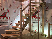 Деревянная лестница из бука Klobuk D007 с поворотом 180 градусов полувинтовая