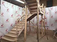 Деревянная лестница из бука Klobuk D040 с поворотом 180 градусов