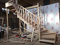 Деревянная лестница из бука Klobuk D032 с поворотом 180 градусов