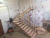 Деревянная лестница из бука Klobuk D049 с поворотом 180 градусов