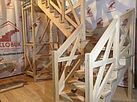 Деревянная лестница из бука Klobuk D009 с поворотом 90 градусов