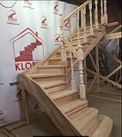 Деревянная лестница из бука Klobuk D012 с поворотом 90 градусов