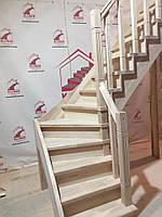 Деревянная лестница из бука Klobuk D072 с поворотом 90 градусов