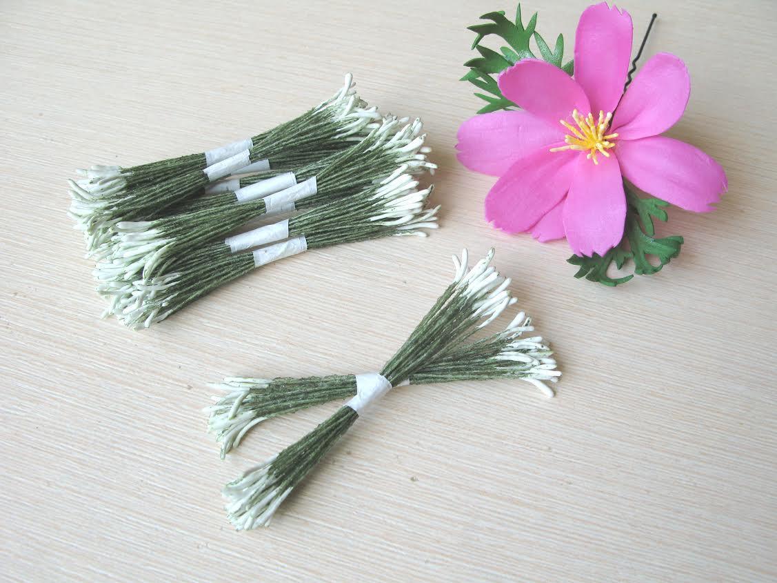 Тычинки тайские палочки, белые на зеленой нитке .25 ниток(50 головок)