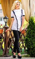 Белая рубашка с синими рюшами