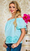 Блуза голубого цвета с открытыми плечами