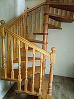 Деревянная лестница из бука Klobuk D003 винтовая квадратная
