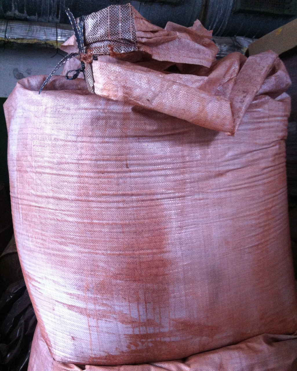 Сурик железный сухой красно-коричневый для грунтовок, красок, растворов и бетонов