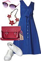 Образ с синим платьем, белыми кедами и красной сумкой