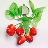 """Магнит ягода """"ЗЕМЛЯНИКА"""" - объемная гроздь"""
