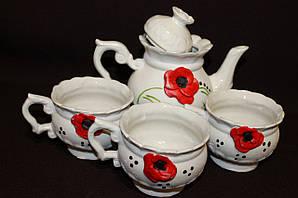 Красивый чайный набор с маками