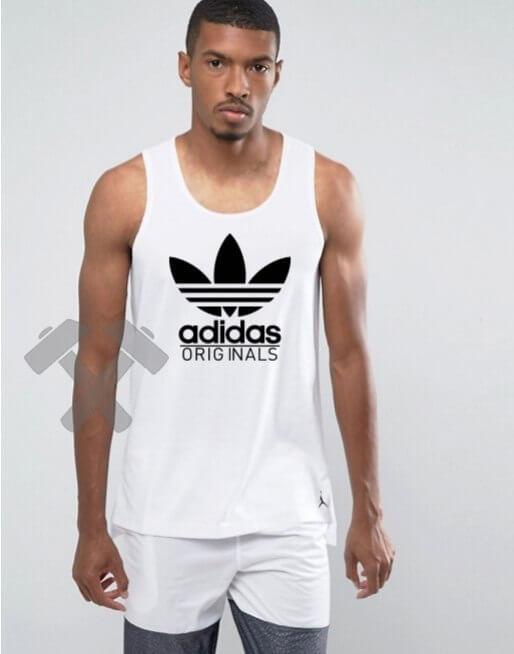 Мужская майка Adidas Originals белого цвета с черным логотипом