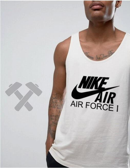 Nike Air Force белого цвета с черным логотипом