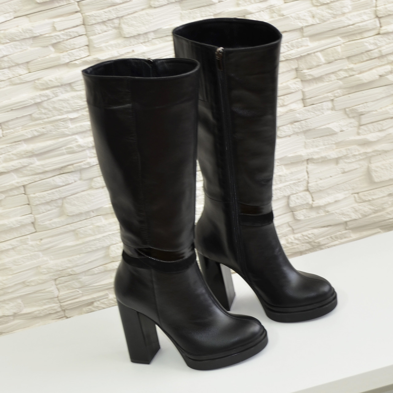 381d2268c474 Женские зимние кожаные сапоги на высоком каблуке, декорированы вставками из  ...