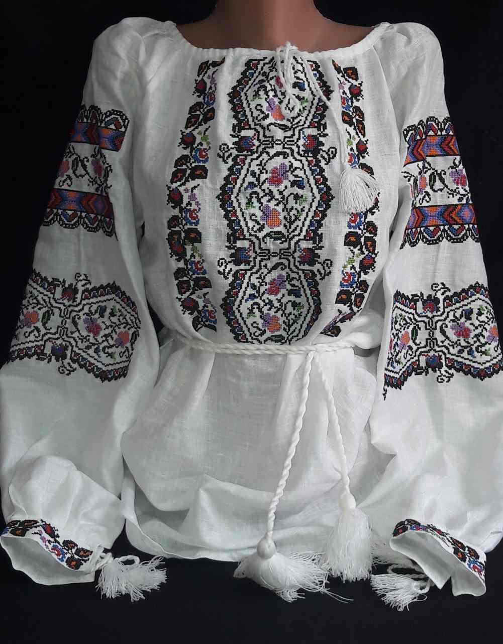 Женская вышиванка на натуральном выбеленном льне Из сундучка