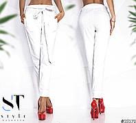 Шикарные белые брюки прямого кроя с поясом. Модель со средней посадкой, идеально сидит на талии.