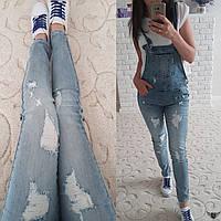 Женский джинсовый комбенезон с потертостями 26
