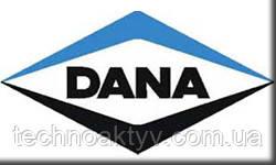 DANA | SPICER | LONG | GLASER... Корпорация Dana Holding, США(DANA Holding Corporation) является мировым лидером в производстве запасных частей и узлов для легковых, грузовых автомобилей, тяжёлой дорожной и другой техники, основанная в 1904 году. Клиентская база включает в себя практически все крупные заводы-изготовители автотехники. Базируется в Толедо, штат Огайо, в компании работают 29000 человек в 26 странах на шести континентах, в 2008 году продаж было на 8,1 млрд. долл. США,в 2015 году объем продаж Dana составил почти 6,1 млрд долларов. Компания входит в список Fortune 500.  Dana является мировым лидером в поставках: готовых силовых передач для легковых и грузовых автомобилей, а так же внедорожной техники. Dana предлагает мосты и мосты в сборе с КПП Spicer®, карданные валы и фитинги, трансмиссии, гидротрансформаторы, электронные управляющие системы и системы тормозов для внедорожной техники. Кроме всего прочего, производят передние и задние оси в комплекте для легковых и грузовых автомобилей, трансмиссии для автомобилей и грузовой техники, электронные системы управления коробками передач, комплекты прокладок, крышки цилиндров, изоляционные экраны, передние и задние подвески и многое другое. Ее продукция отличается гибкостью и высоким качеством, благодаря которому компания Dana известна по всему миру.  Среди клиентов Dana Holding Corporation находятся практически все основные производители на мировом рынке транспортных средств Компания зарегистрирована в г. Моми (штат Огайо, США) и ей принадлежат около 100 производственных, исследовательских и обслуживающих предприятий по всему миру. Подразделение Dana Off-Highway Products Group включает в себя исследовательские, конструкторские и производственные мощности в Бельгии, Бразилии, Китае, Венгрии, Индии, Италии, Мексике, Великобритании и США. Компания занимается конструированием, производством, сборкой и продвижением на рынке мостов и мостов в сборе с КПП Spicer®, карданных валов и фитингов, трансмиссий, гидротрансф