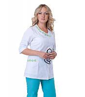 Медицинский стильный костюм с вышивкой (зеленый)