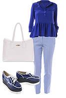 Образ с голубыми брюками и синей блузой