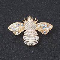 """Брошь """"Золотая пчелка"""" белая эмаль, стразы """"хамелеон"""" цвет металла """"золото"""" 2 см"""