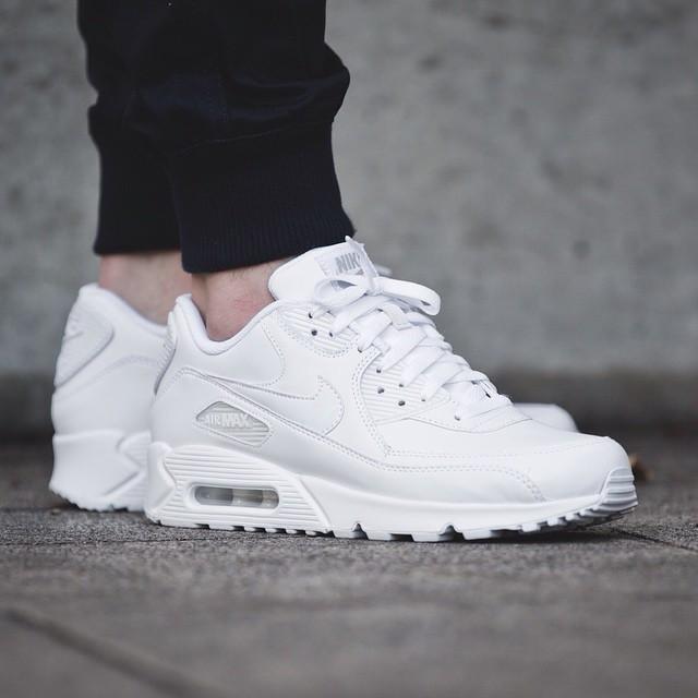 Nike Air Max 90 Leather All White. Стильные кроссовки. Интернет магазин  оригинальной обуви. 7fad3a2be0a