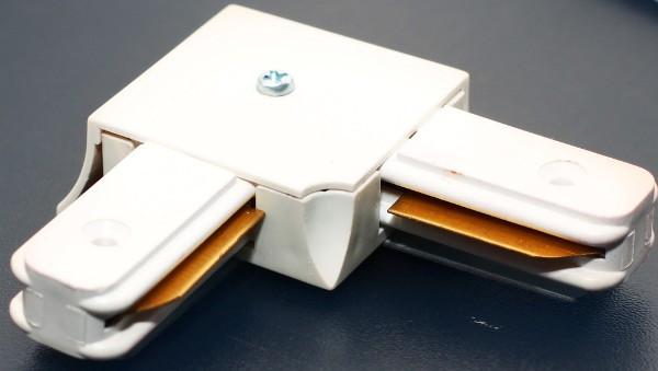 Соединитель для треков LED светильников l8-017 угловой (90*) однофазный белый Код.57752