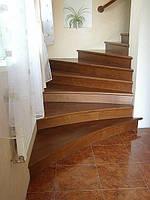 Отделка деревом бетонных лестниц