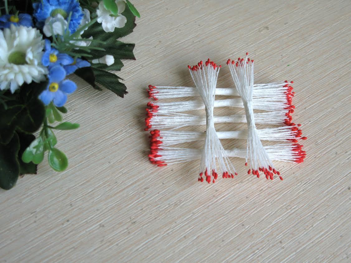 Тайские тычинки, красные, мелкие на белой  нити, 23-25 нитей, 50 головок