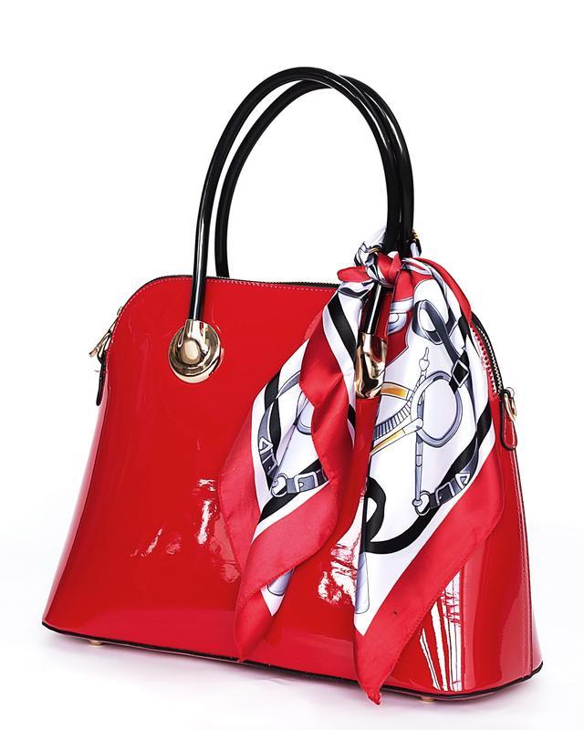 женская лакированная сумка