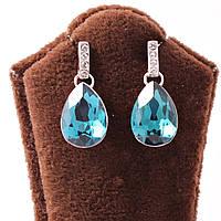 Серьги-гвоздики декорированы каплевидным бирюзовым камнем