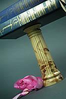 Маленькая вазочка в форме колонны