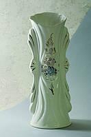 Красивая белая ваза Ванесса с золотом и лепкой.