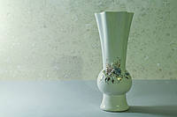 Белая ваза Фантазия с лепкой  и золотом