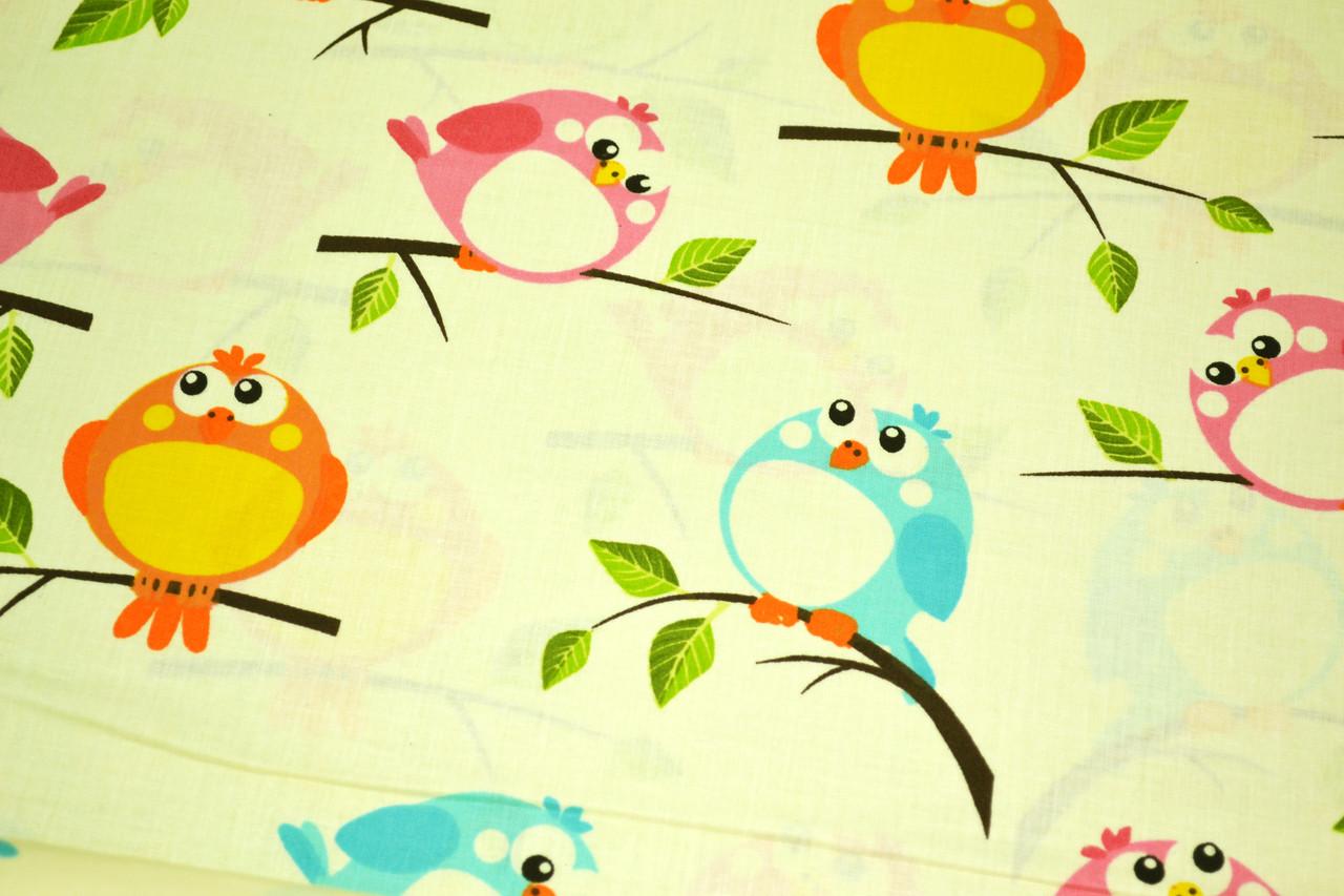 """Польская хлопковая ткань """"птички разноцветные на молочном"""""""