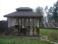 Деревянная беседка  с мангалом, двухъярусная крыша