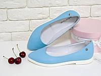 Туфли балетки голубые на  белой подошве