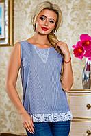 Нежно-голубая блуза в полоску с белым оформлением