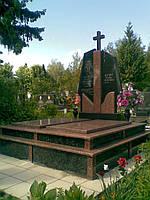 Надгробие из цветного гранита
