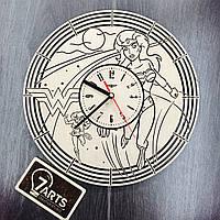 Настенные часы с дизайнерским циферблатом «Чудо-женщина»