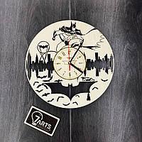 Часы из дерева на стену «Бэтмен»