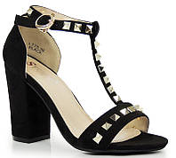 Босоножки качественные на каблуке, по очень хорошей цене размеры  39,40