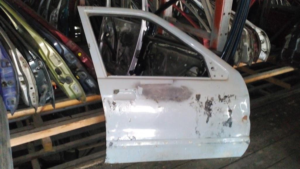 Б/у дверь передняя права для Renault 19