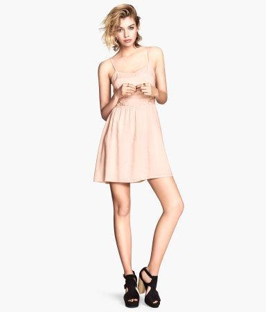 Короткое платье с кружевом на талии H&M