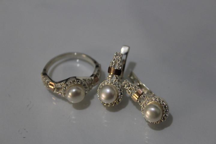 Срібний стіна з перлами