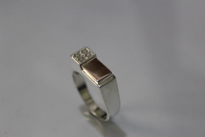 Елегантний чоловічий срібний перстень печатка